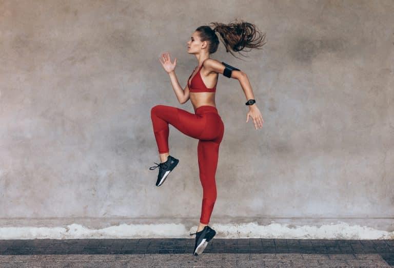 woman exercising leg lifts